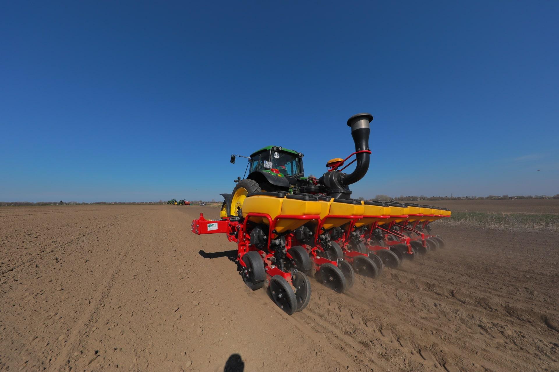 Uz osnovnu djelatnost obrade poljoprivrednih površina i ratarstva, poduzeće se bavi i kooperacijom – integracijom na području Baranje. Suradnja s malim poljoprivrednim gospodarstvima u Baranji podrazumijeva financiranje - kreditiranje malih gospodarstava repromaterijalom za poljoprivrednu proizvodnju – gnojivo, sjeme, gorivo, zaštitna te otkup i skladištenje otkupljenih poljoprivrednih proizvoda Kooperacija se trenutno obavlja na više od 4.500 ha s poljoprivrednim proizvođaćima s područja Baranje.Uz osnovnu djelatnost obrade poljoprivrednih površina i ratarstva, poduzeće se bavi i kooperacijom – integracijom na području Baranje. Suradnja s malim poljoprivrednim gospodarstvima u Baranji podrazumijeva financiranje - kreditiranje malih gospodarstava repromaterijalom za poljoprivrednu proizvodnju – gnojivo, sjeme, gorivo, zaštitna te otkup i skladištenje otkupljenih poljoprivrednih proizvoda Kooperacija se trenutno obavlja na više od 4.500 ha s poljoprivrednim proizvođaćima s područja Baranje.